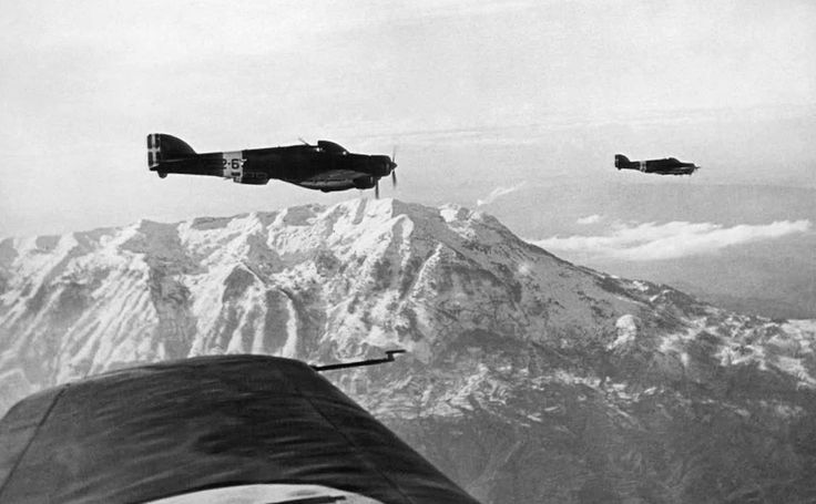 Savoia-Marchetti SM.79 bombers on their way to war action on the Albanian-Greek frontier, 09.01.1941