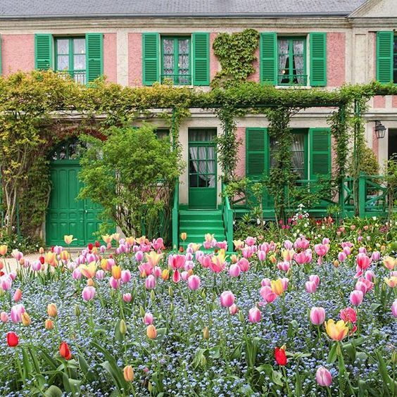 The Colors Of Provence What Color To Paint The House Terrassen Ideen Fruhlings Erwachen Fruhlingserwachen