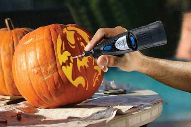 I'm sooo gonna get me a Dremel pumpkin carver for next year!
