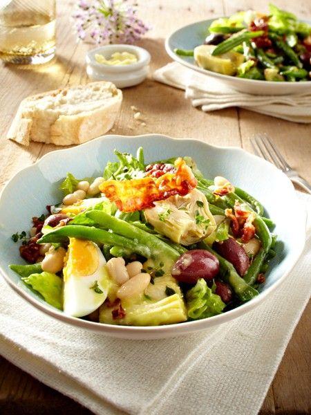 Junge Kartoffeln, knackige Blattsalate und frisches Obst - im Frühling freuen wir uns auf leichte Frühlingssalate. Und diese köstlichen Salat Rezepte.