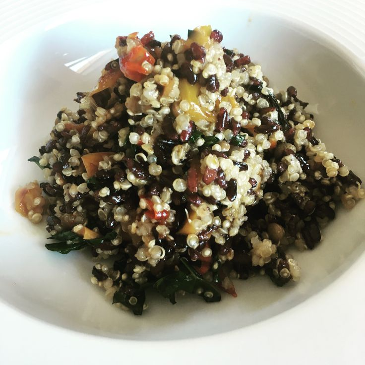 Quinoa with kale, bell peppers and toasted hazelnuts – I Toscani Vegani