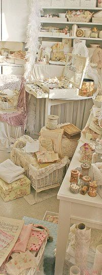 shabby chic studio style/booth style  Beautiful to my eyes...