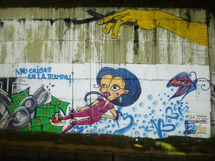 Pereira, Colombia: Students' wall paintings as part of a UNODC awareness programme around human trafficking. // Pereira, Colombia: Murales pintados por estudiantes como parte del programa de conciencia de UNODC encontra la trata de personas.