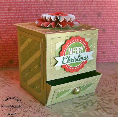 Oggi vi presento un tutorial per realizzare una Candy Dispenser Box dal sapore decisamente natalizio :-)   Materiale utilizzato:  - Bazzill ...