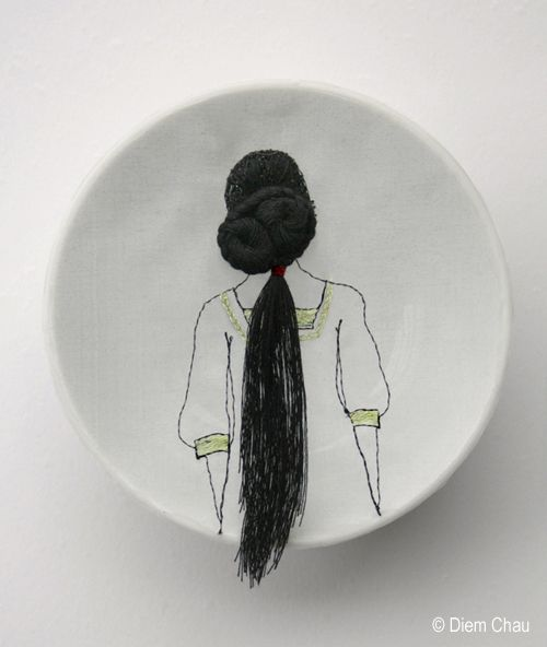 Diem ChauCeramics Plates, Diem Chau, Cerámica Ilustradas, Diemchau Com, Stunning Embroidery, Porcelain Plates, Hair Porcelain, Embroidery On Ceramics, Art And Illustration