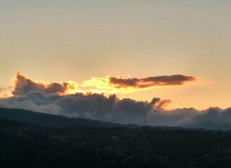Atardecer en Santiago de Cali Foto Angie Roldan