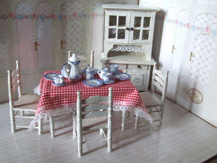 Handbemaltes und dekoriertes Eßzimmer im Shabby-Chic Stil