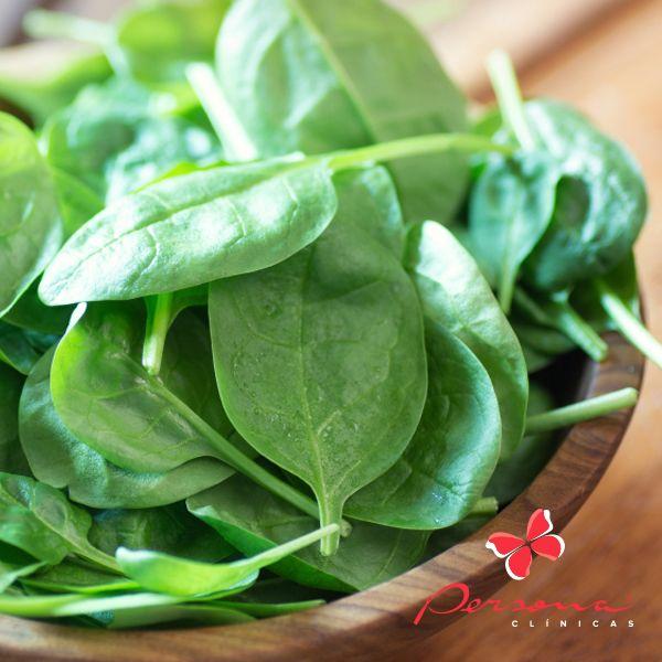 Em tempos o espinafre era considerado uma erva daninha. Felizmente, para a nossa saúde, foi descoberto que é um legume muito completo, nutritivo e delicioso