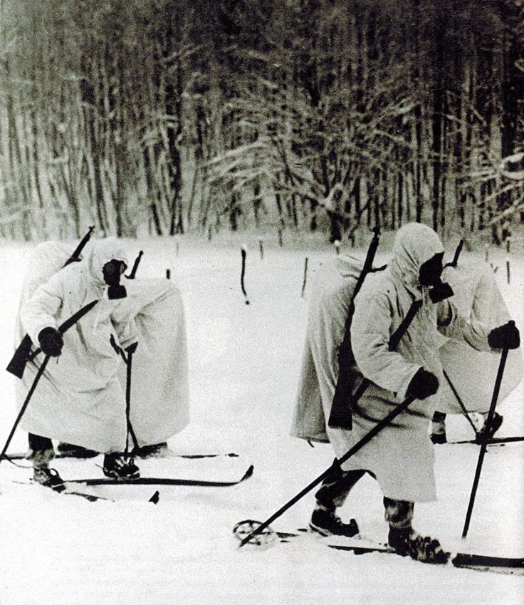 "disordernow: "" Finnish infantry equipped with gas masks and white camouflage advancing on cross-country skis during the Battle of Suomussalmi, 1939-1940."" Pin by Paolo Marzioli"
