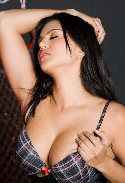 Bollywood Porn Models - Sunny Leone charges Rs crore to endorse energy drink!