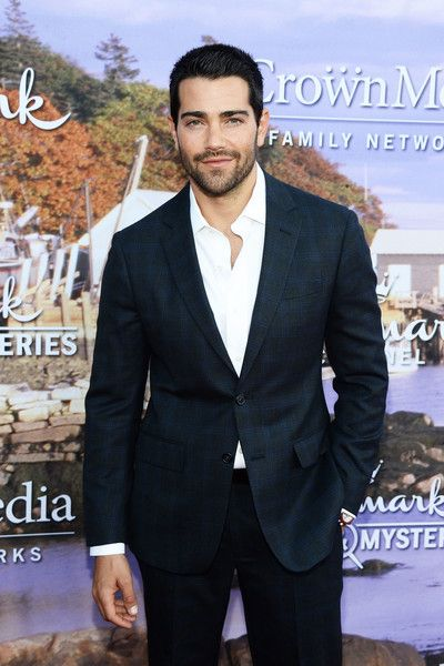 Jesse Metcalfe Photos Photos - Actor Jesse Metcalfe arrives at the Hallmark Channel and Hallmark Movies and Mysteries Summer 2016 TCA Press Tour Event on July 27, 2016 in Beverly Hills, California. - Hallmark Channel and Hallmark Movies and Mysteries Summer 2016 TCA Press Tour Event - Arrivals