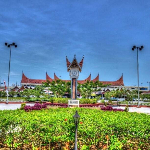 """Minangkabau International Airport - Location : Padang, West Sumatera. #BIM """"Gonjong"""" yang merupakan ciri khas utama bangunan rumah adat Minangkabau, secara jelas di aplikasikan ke bandara kebanggaan masyarakat sumatera barat. Bangga akan kekayaan budaya, bangga akan keanekaragaman indonesia. @Clubbali Resorts #BHINEKATUNGGALIKA #Myclubbali #Kontes"""