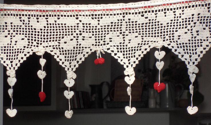 Cantonni re cerises et petit coeur rouges au crochet for Cantonniere shabby chic