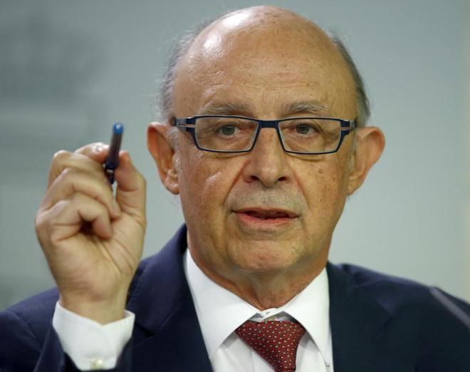 Montoro toma el control de las facturas y nóminas de la Generalitat y ordena a la banca que alerte de pagos ilegales