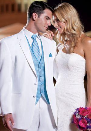 好印象間違いなしの白スーツ。白の