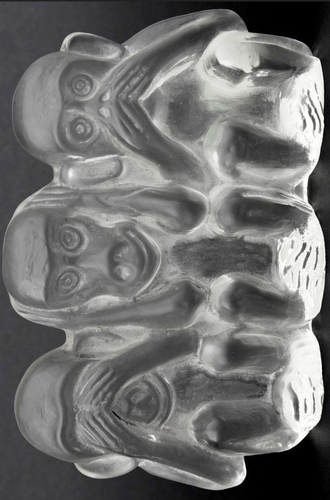 """""""Nevidím,neslyším,nemluvím"""". Ludvika Smrčková , kolem r.1930"""