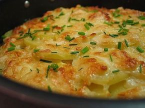 Картошка запеченная в кефире под сыром - простой и быстрый рецепт. Готовьте на здоровье