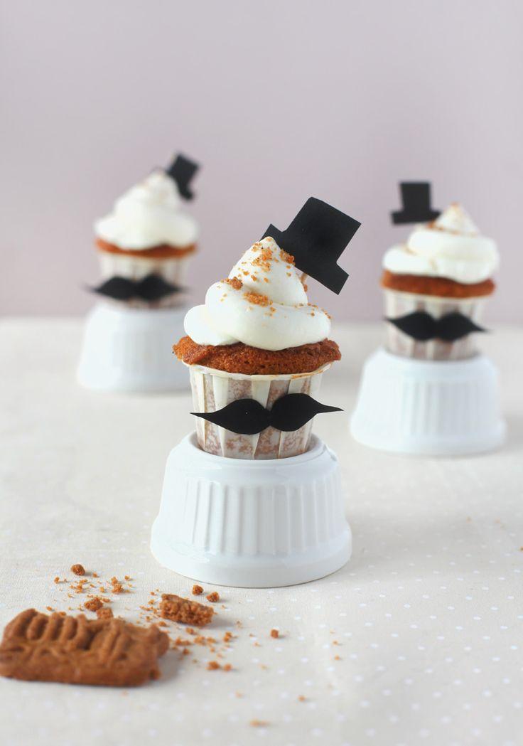 Monsieur-Cupcakes avec moustaches et chapeaux haut-de-forme  http://www.griottes.fr