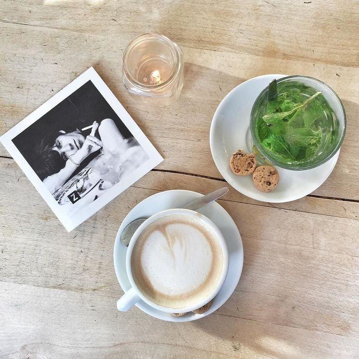 Ein letzter Koffie verkert bevor es gleich zurück nach Hause geht! by 23qmstil #haxenhaus #people #food