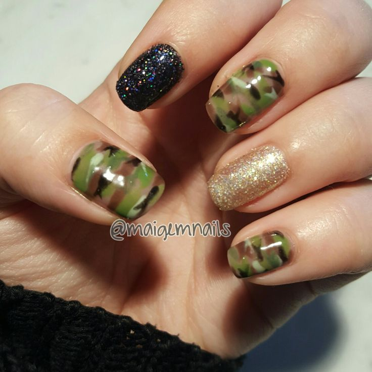 Camo and glitter!! Omgosh one of my faves!!! @maigemnails