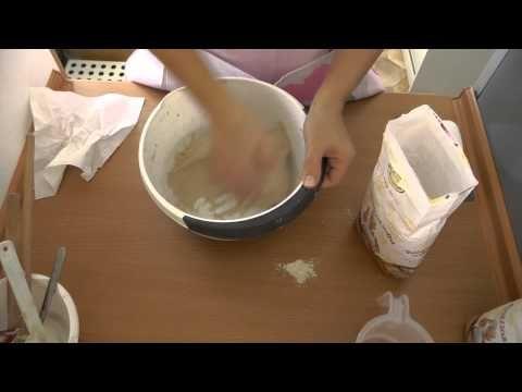Zamísení těsta na chleba 2. bod - YouTube