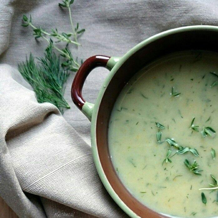 W poniedziałek po urlopie z przepisem na zupę krem z kalarepy Was witam, delikatna smaczna zdrowa i szybka w przygotowaniu. http://oqchnia.pl/zupa-krem-kalarepy/ #zupa #soup #kalarepa #kohlrabi #por #leek #czosnek #garlic #oQchnia #recipes #przepis #food #tasty