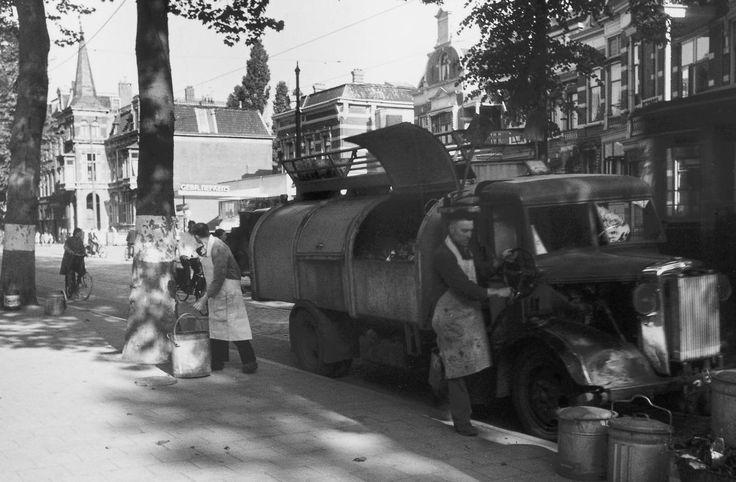 Utrecht - Biltstraat - vuilniswagen - 1942 - fotograaf Nico Jesse