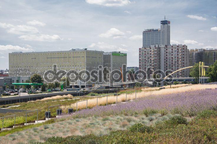 Zobacz aleja Rozdzienskiego w Katowice, Polska — Obraz stockowy #118971752