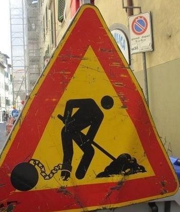Panneau travaux détourné : #panneau #travaux #detourne #route #signalisation #humour #voiture #panel #trafficsign #road #car #chainesbox