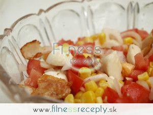 Salát s kukuřicí, mozzarellou a šunkou