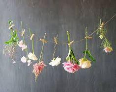 Afbeeldingsresultaat voor wilde bloemen aankleding bruiloft