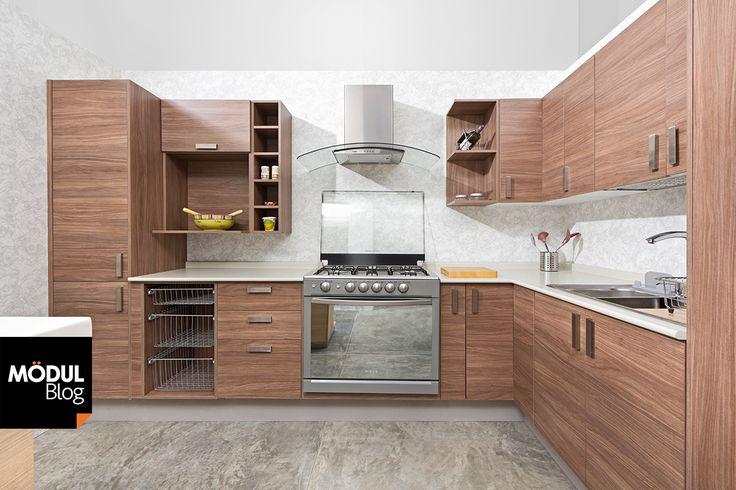 A diferencia del dormitorio, el baño o la sala, el aspecto de la cocina no puede renovarse con tanta frecuencia, pues sus elementos son más utilitarios que decorativos. Si estás por elegir una coci…