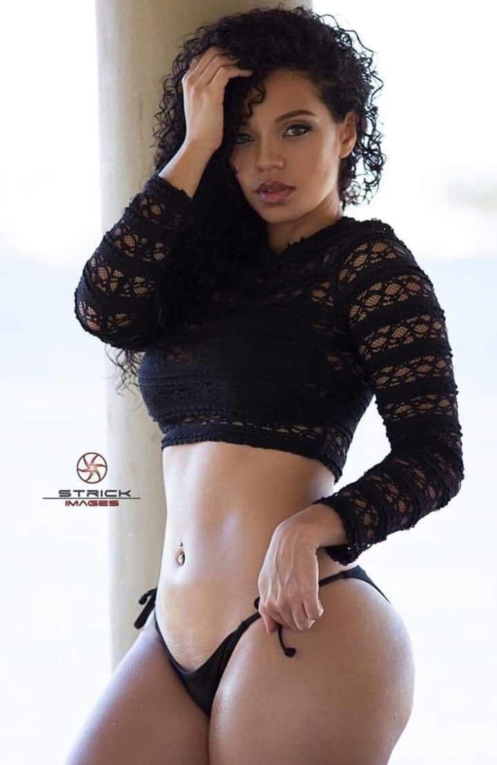 Hot nude twink posing