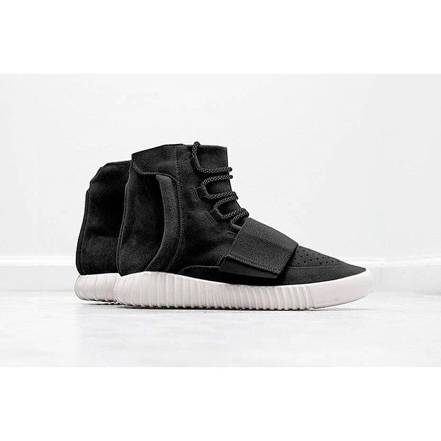 "Here's what might look like the next adidas Yeezy Boost ""Black"" ▪️ More details on sneakersaddict.com #sneakersaddict #adidasyeezy #yeezyboost #yeezy750 #yeezyblack #adidasoriginals #consortium #y3 #kanyewest #shoegame #release #igsneakercomunity #sneaker"