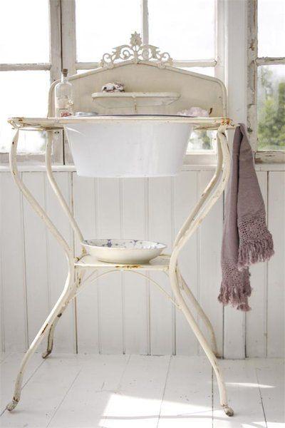 Die 25 besten antiker waschtisch ideen auf pinterest for Antike waschtische