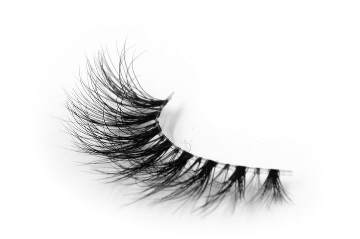 """Invisible Mink: Our """"Laura G's"""" Lash"""