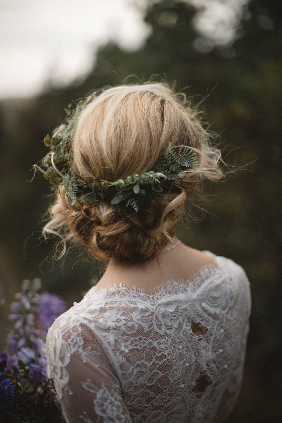 Greenery comb, beautiful for an ethereal wedding hair inspiration. Created with ferns and greenery, available on Etsy.