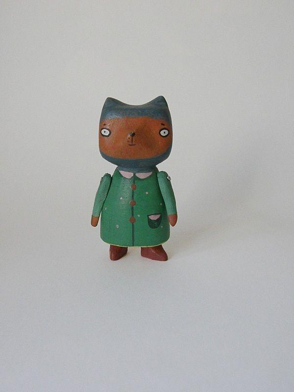"""""""хытя кошкообразная в зелёном пальто"""", дерево."""