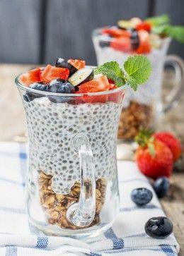 Chia-Samen, Chia, Pudding, Milch, Erdbeeren, Heidelbeeren, Müsli