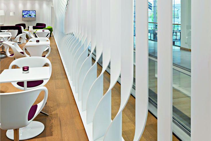 Bavaria Lounge Messe München | 3D-verformte Raumteiler aus Corian | Projekt-Partner: Schreinerei Voit, Tina Assmann & Erich Gassmann