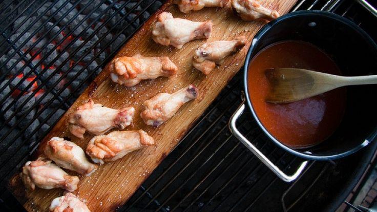 Cosce di pollo alla griglia con salsa alla paprika e tequila. Ricette con pollo.