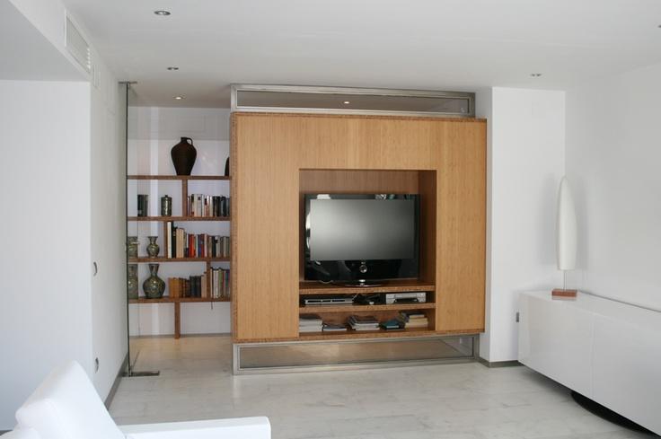 Mueble de televisor a medida realizado con bambú