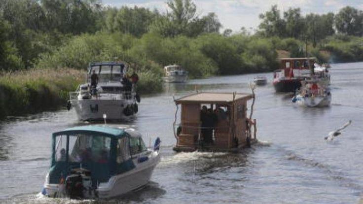 Hausboote, Flöße, Daycruiser: An der Kahldenbrücke herrschte den Sommer über oft Betrieb auf dem Wasser.