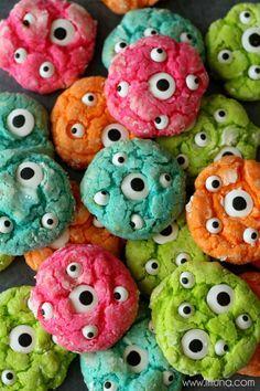 Des cookies d'Halloween en forme de petits monstres ! Une idée cuisine amusante pour les enfants.