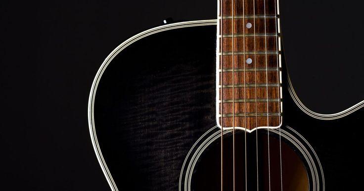 Cómo crear tu propia canción en guitarra. La guitarra es el instrumento más fácil de identificar en cualquier canción. Crear una canción en guitarra no es tan difícil como podrías pensar. Las canciones generalmente tienen una introducción, una estrofa, un estribillo, un solo, un puente y una salida, aunque no todas las canciones utilizan cada una de estas secciones.