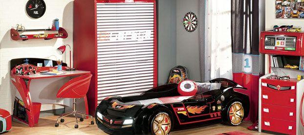 siyah ve kırmızı renk çilek arabalı yatak odası takımı.