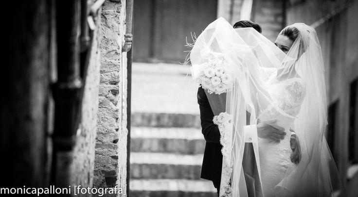 Un leggere velo bianco  #wedding #love #matrimonio #sposi #marriage #velo #white #blackandwhite #moments #momenti #amore #photo #reportagedamatrimonio #italy #italia #monicapallonifotografa