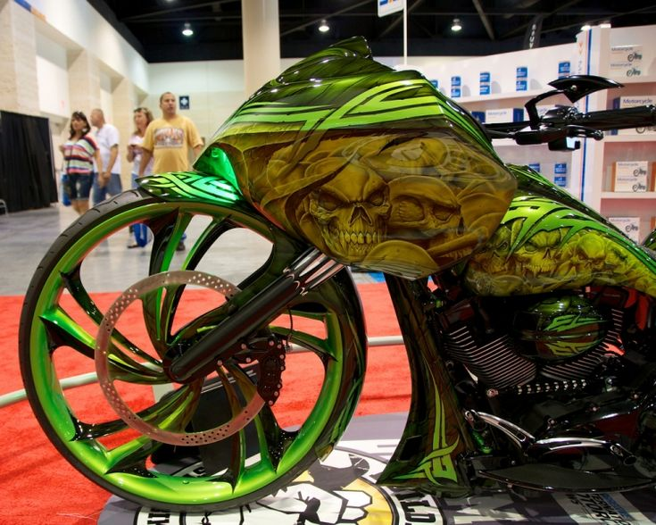 """Ballistic Cycles' Bigger is Better Bagger.By Buck Manning    Photos by Jack """"Constantly chasing lizards in my condo"""" Cofano"""