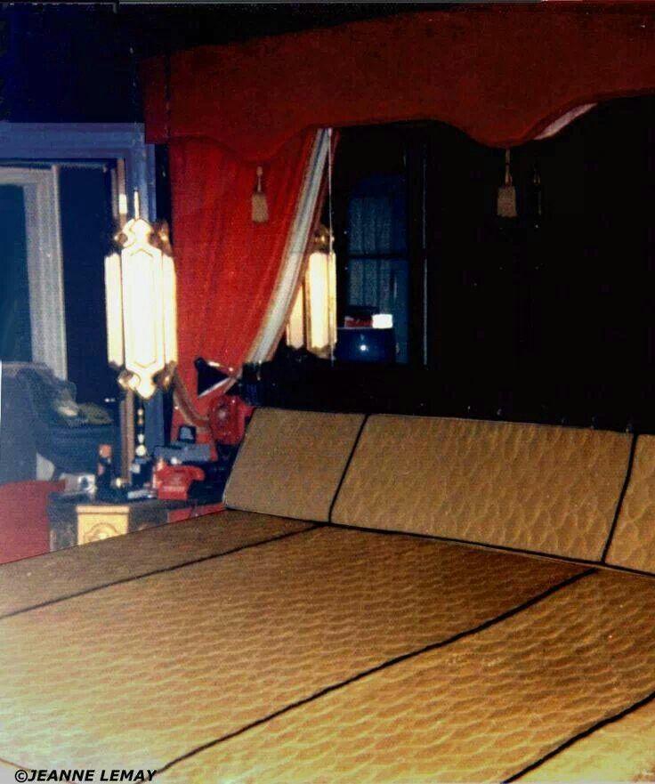 elvis bedroom at graceland elvis presley pinterest