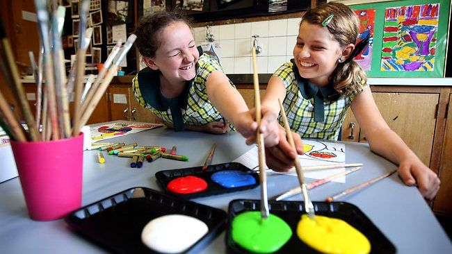 Mackenzie O'Riordan, Ella Hattenfels, Students offer sick kids a healthy dose of art.